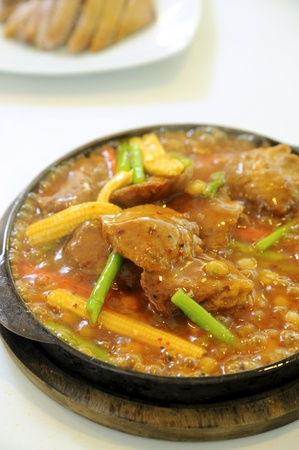 sizzling: hot chinese cooking