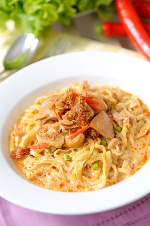 chicken noodle: curry noodle - khao soi - thai food