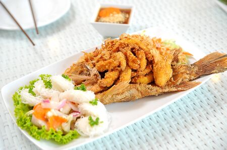fried fish with salad Stock Photo - 10913200
