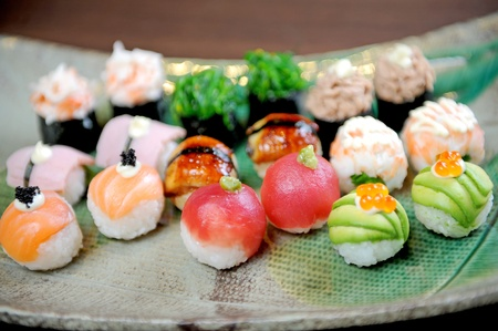 plato de comida: sushi pelota Foto de archivo