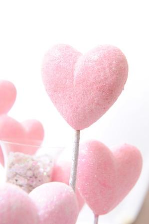 corazon rosa: coraz�n de color rosa sobre fondo blanco