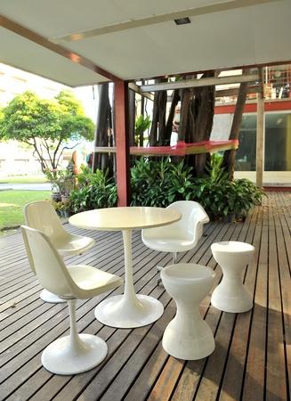 Stuhl und Tisch Standard-Bild - 11852091