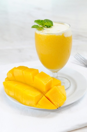 Verse mango smoothie Stockfoto - 11905962