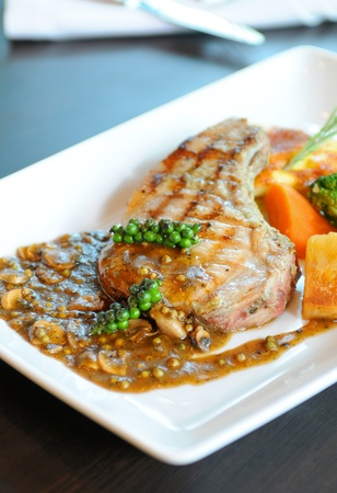 juicy grilled steak Stock Photo - 11995203