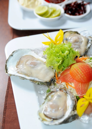 Fresh oysters Stock Photo - 12007654