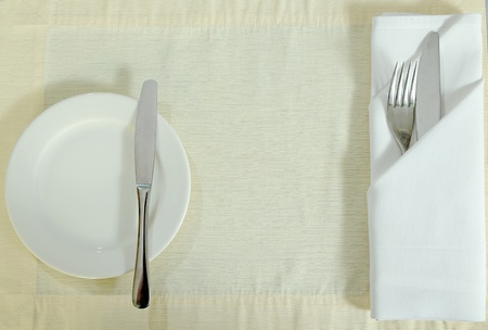 fork glasses: forchetta coltello inox e set piatto su un tavolo