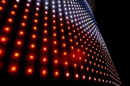 LED ディスプレイの光