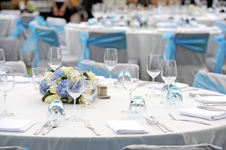 mesa para banquetes: ajuste de la tabla de la boda Foto de archivo