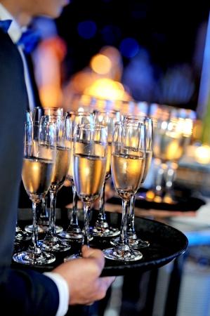 Waiter serving glass at festive event Banque d'images