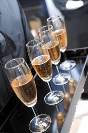 skoal: Waiter serving champagne