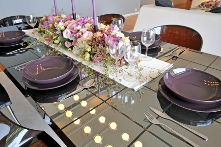 staging:  dining room table with decoration