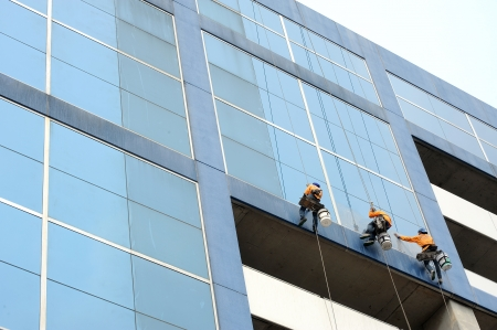 climbing cable: A man cleaning windows