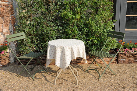folding chair: garden table