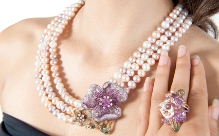 perls: Beautiful jewel and pearl