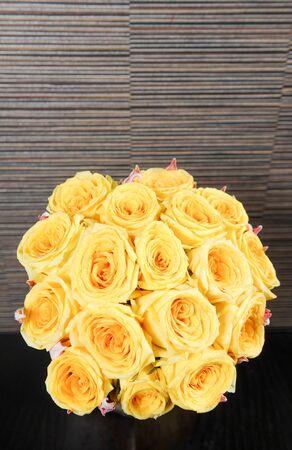 mooie boeketten van gele rozen