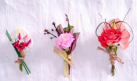 Corsage von Blumen isoliert auf weißem Hintergrund Standard-Bild - 92592941