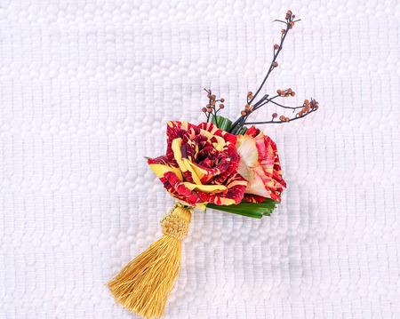roos en kwast op witte achtergrond