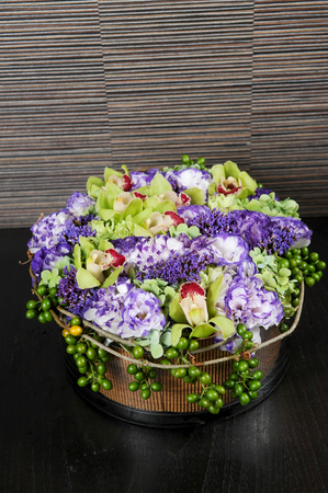 Fresh bouquet of flowerwith glass vase Stockfoto