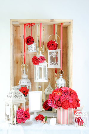 interior decor of red flower and candle Stockfoto