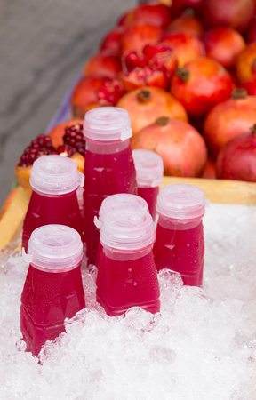 Pomegranate juice for sale. Banco de Imagens