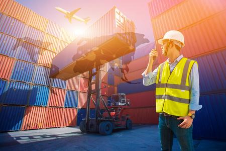 Foreman controle laadbak containers van vrachtvrachtschip voor import export