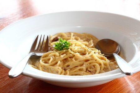 spaghetti saus: Spaghetti saus en champignons Stockfoto