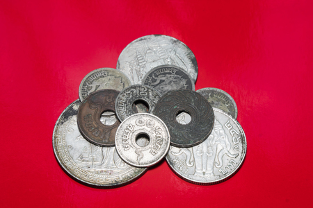 Ancient currency used in the past Which is currently not used in the market There are both coin and banknote types. 에디토리얼