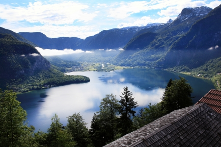 ridge of wave: Hallstatt, the most beautiful lake town in the world, Austria