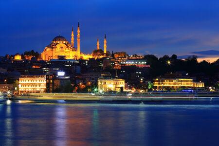 suleymaniye: Istanbul Suleymaniye Mosque at nighttime