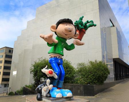 defile: BRUSSELS, BELGIUM-April 17: Defile of giant cartoon characters  on April 17, 2015 in Brussels, Belgium. Editorial