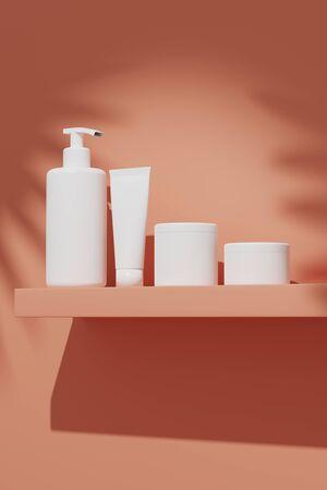 Rendu 3D maquette paquet cosmétique pour les soins de la peau, mis sur le mur sous le soleil. Flacons et tubes en plastique blanc bouchons blancs. Modèle d'identité de marque