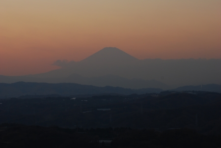 Mount Fuji as for which it grows dim at the twilight