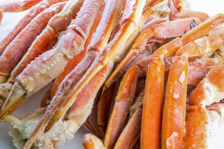 frozen crab claw in a box for sale on the market Stockfoto