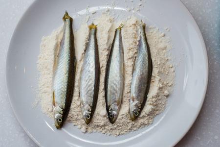 roach: Roach fish sprinkled with flour - ready for fry.
