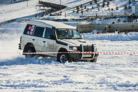 the jeep: Khabarovsk, Russia - January 30: off-road vehicles during the annual competitions in the jeep sprint on ice January 30, 2016 in Khabarovsk , Russia.