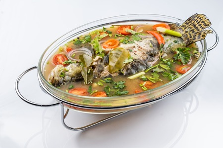 Fried Steamed Sea Perch in Lime Soup Sauce Imagens