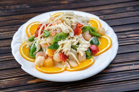 Shrimp in Warm Seafood Salad Stockfoto - 138517687
