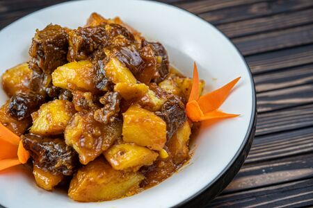 Beef stew with potatoes in a plate. Stockfoto - 140416334