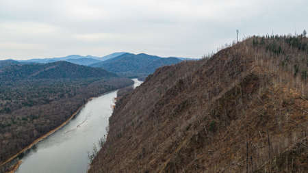 Valley Of The Mountain River Anyuy. Khabarovsk territory in the far East of Russia. The view of Anyui river is beautiful. Anyu national Park. Landscape mountain river in the Russian taiga. Stockfoto