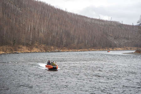 inflatable motor boat. fishing boat on a mountain river. Anyui River. Khabarovsk territory, far East, Russia Stockfoto