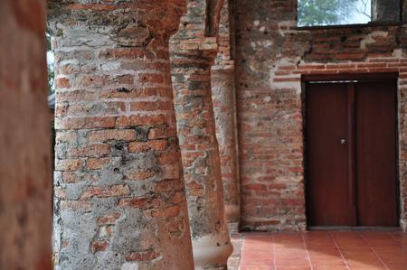 brick wall on pillar photo