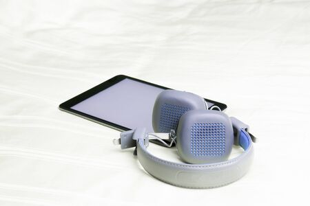adn: Auriculares inalámbricos del ADN de la tableta en mi dormitorio.