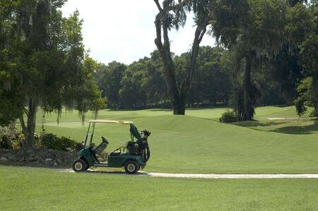 A golf cart on the links. Фото со стока
