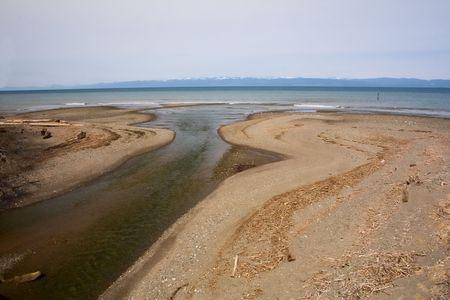 puget sound: La foce del fiume una piccola apertura in Puget Sound, Washington, con Victoria Island, in Canada, in lontananza.