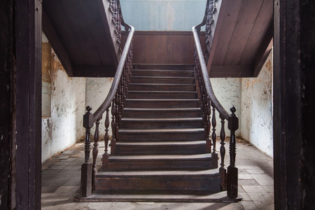 incendio casa: vieja escalera de la estación de bomberos de Bangrak en Bangkok en Tailandia, la escalera de la vendimia Foto de archivo