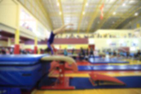 gimnasia: borrosa de la gimnasia de competencia del ni�o