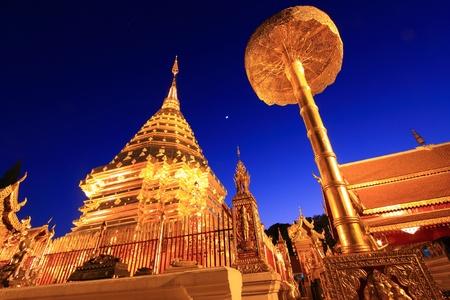 doi: Doi Suthep tempio Chiengmai, Thailandia nelle ore notturne