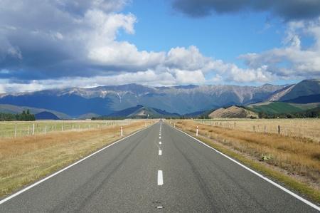 Country Road - Highway 63 in Newzealand Imagens