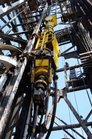 plataforma petrolera: Oil Drilling Rig Top Drive Sistema TDS - Industria del Petróleo Foto de archivo