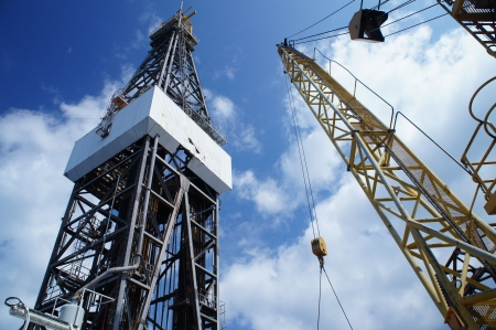 drilling well: Jack Up Oil Rig (Drilling Rig) and Rig Crane - Offshore Drilling